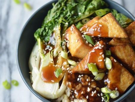 Gebratener Pak Choi mit Tofu und Reis