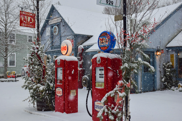 Mechanic Shop-Mikes Auto-New Hampshire Winter
