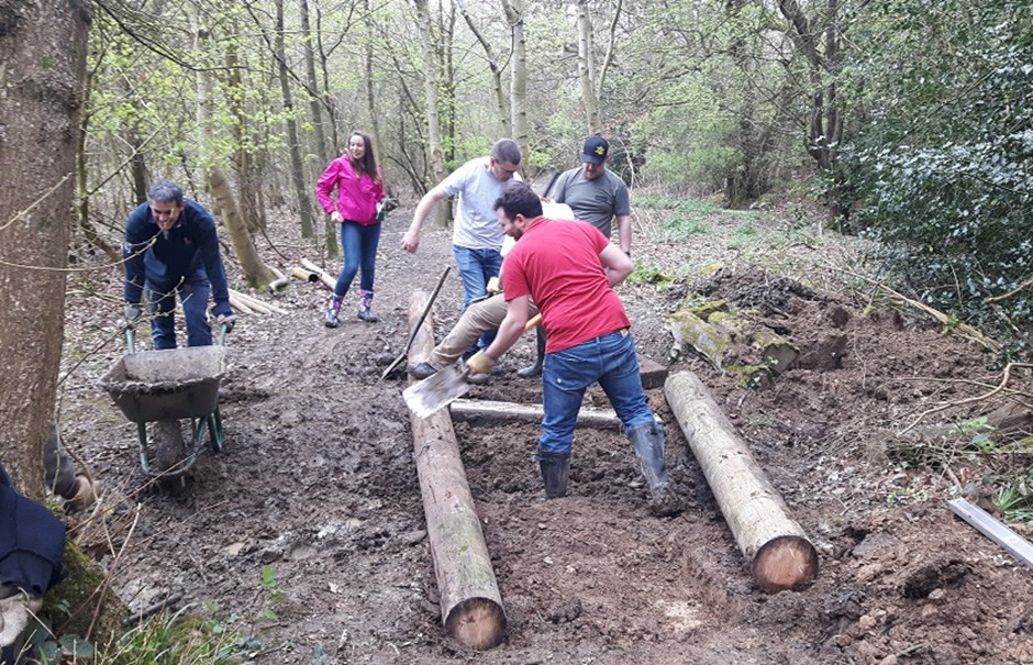 Gatwick Airport office staff on a conservation volunteering task day