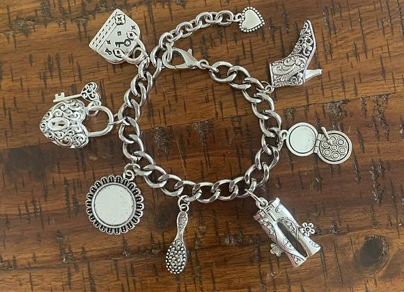 Casual & Savvy Charm Bracelet w-Pendant