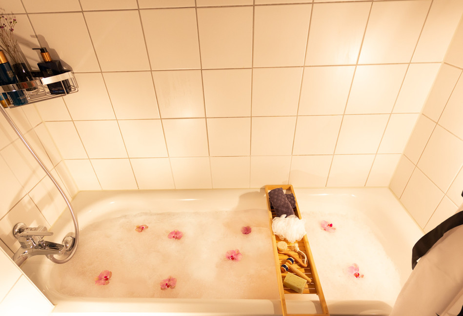 Bathroom (10)_edited.jpg