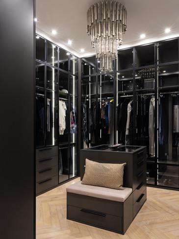 Master walk-in closet designer Albina Alieva
