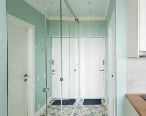 small entrance hall design by Albina Alieva