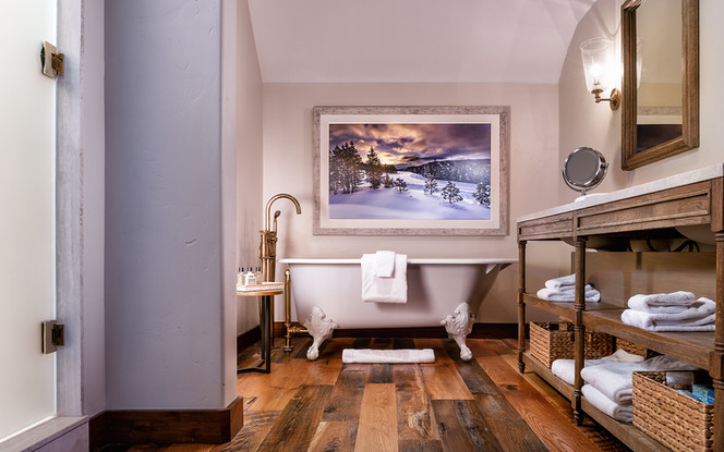 Luxury Real Estate and Hotel Photographer