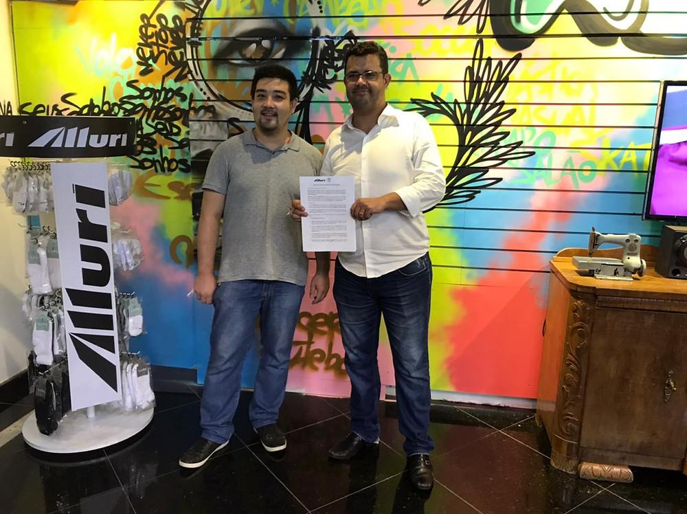 Assinatura do contrato Alluri e Marília