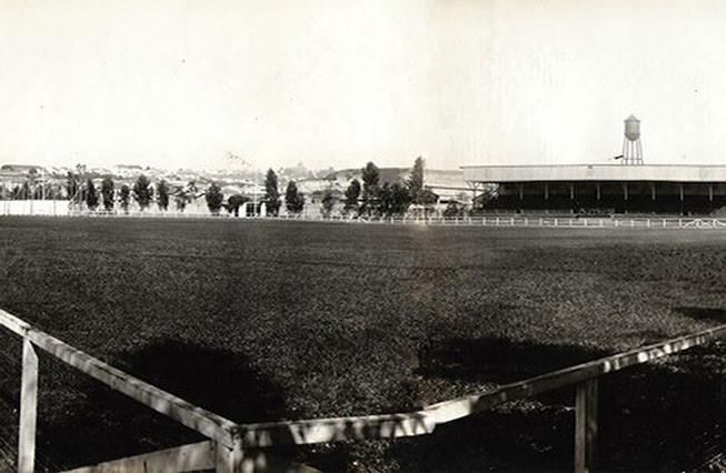 Primeiro estádio na rua Cesário Ramalho, no Cambuci, em 1925