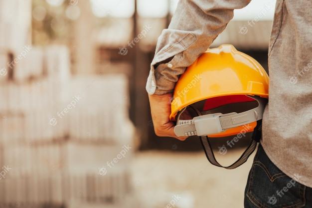 foreman-esta-inspecionando-a-limpeza-do-predio