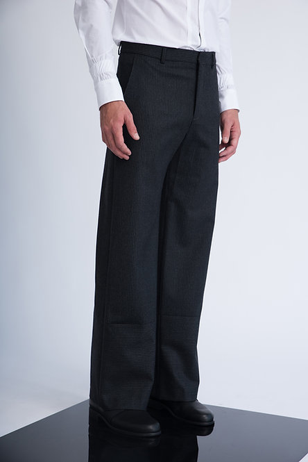 Straight Wide Leg Trousers in Pinstripes w. Wide Hem Style Lines