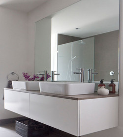 Modern-Frameless-Bathroom-Mirror-Design