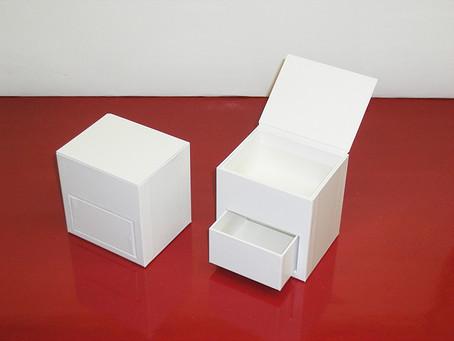 変わった形状の箱