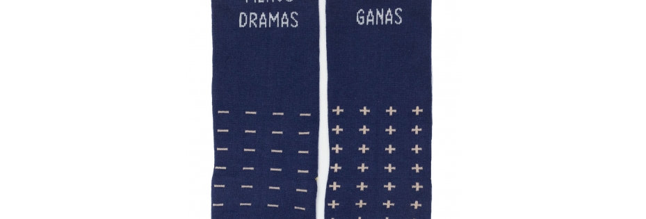 """Calcetines """"Menos dramas, más ganas"""""""