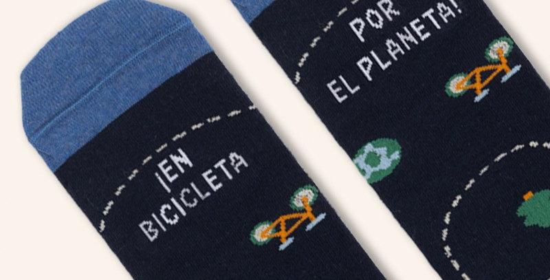 """Calcetines """"En bicicleta por el planeta"""""""