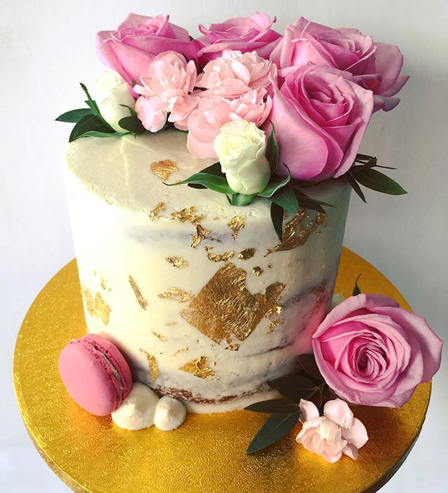 Beautiful baby shower cake  Roses, carna