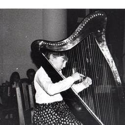 Caroline Leonardelli perfomring harp recital at Seven