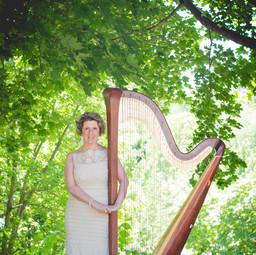 Caroline Leonardelli with harp