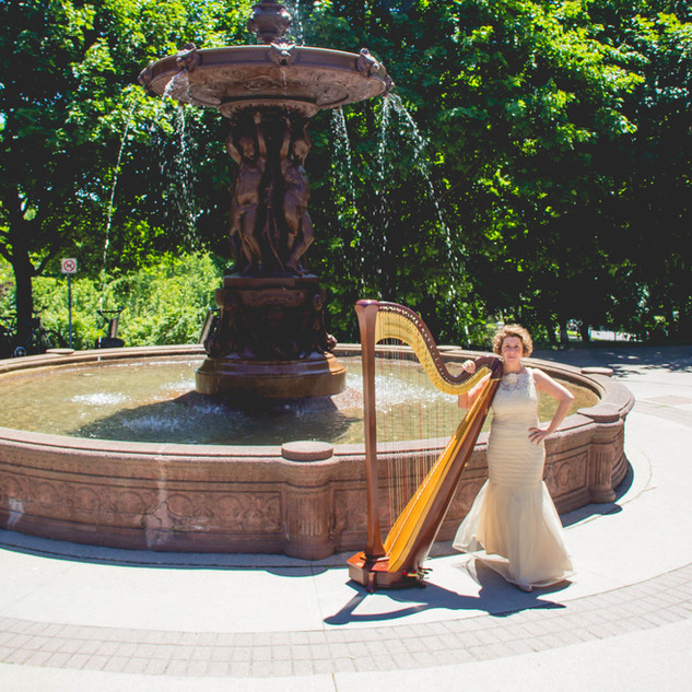 Caroline Leonardelli with harp at Strathcona Park in Ottawa