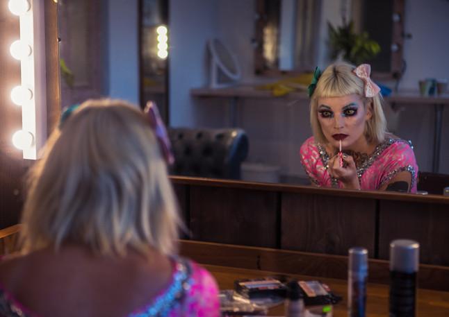 Dolly Daggerz gets ready.