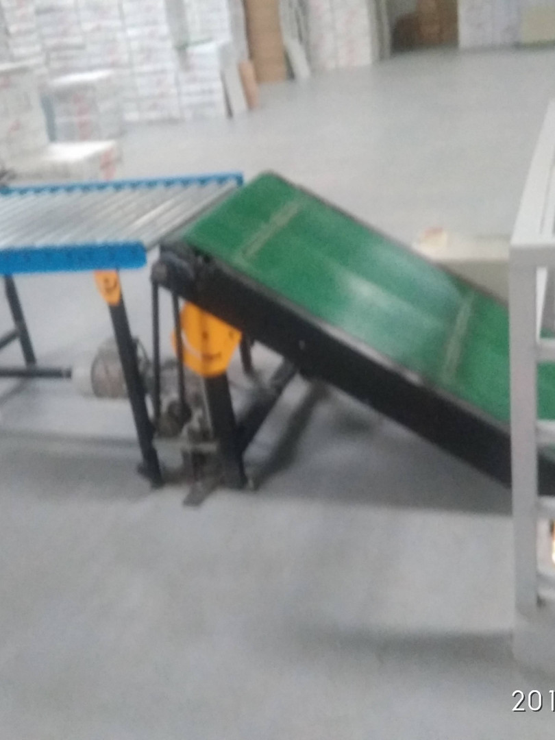 Inclined Belt Conveyor.jpg