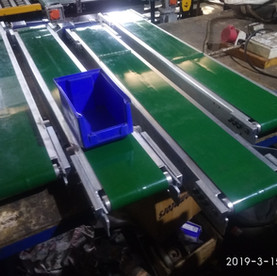 Small Flat Belt Conveyor for crate Carry