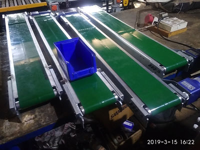 Small Flat Belt Conveyor for crate Carrying.jpg