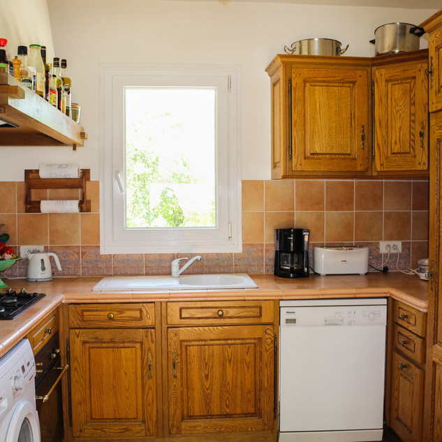 Provençal style kitchen in your Provence escape, La Jassine