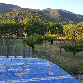 Sunset with champagne overlooking the Luberon at your Provence escape