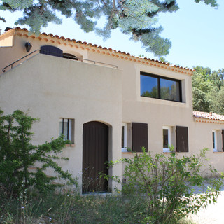 The façade of your Provence escape in the Luberon