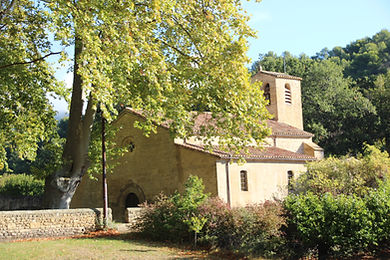 medieval church in Vaugines.JPG