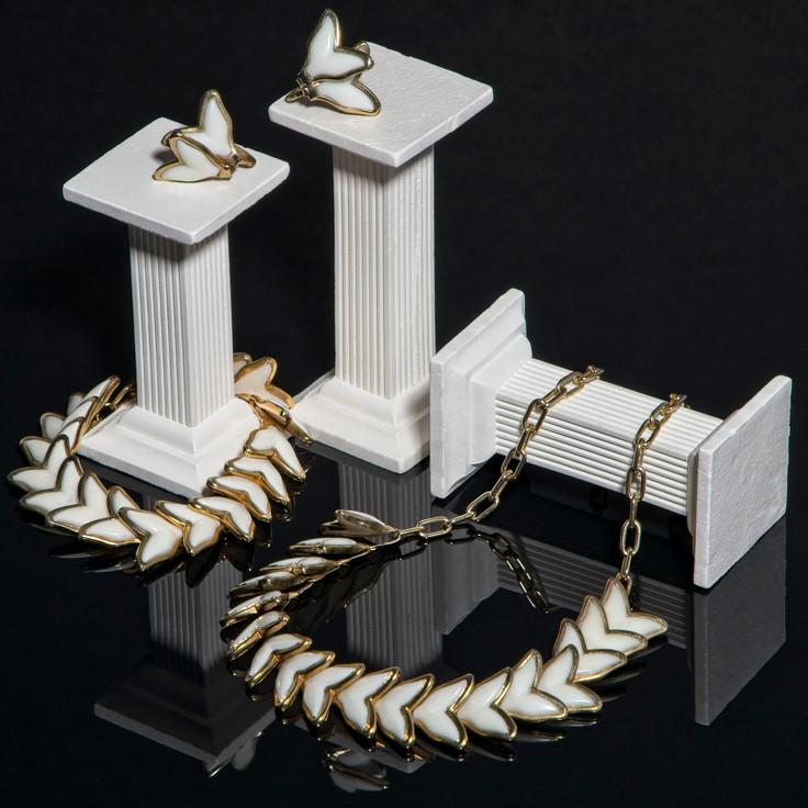 Vintage 1950s jewellery website shot