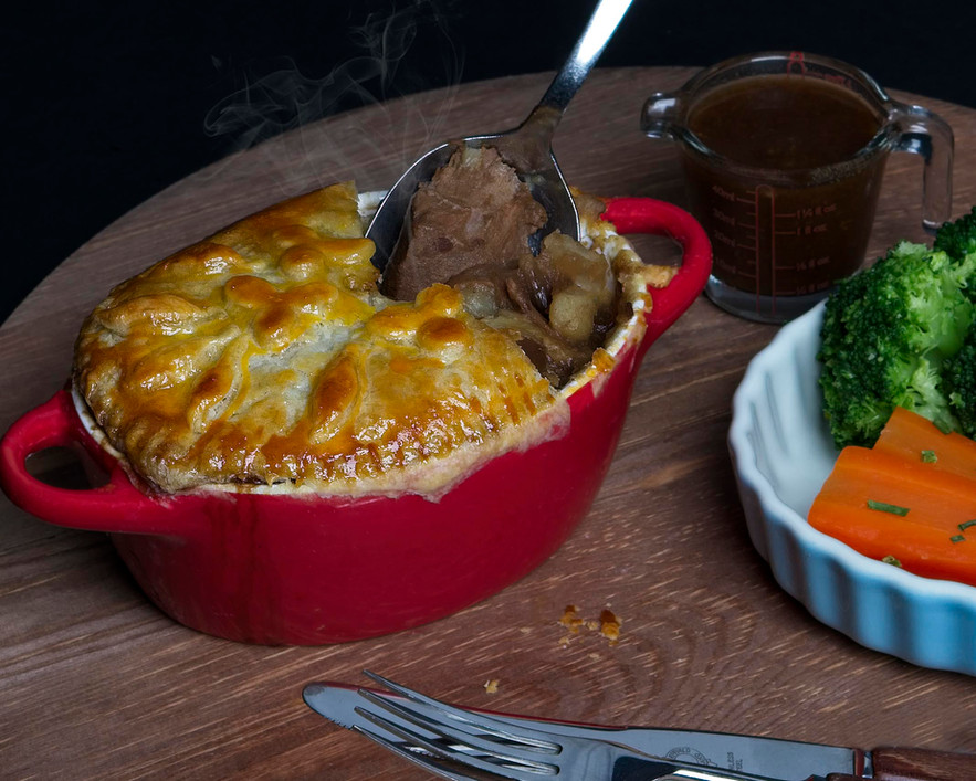 1E8A3107 MEAT AND POTATO PIE WITH STEAM.