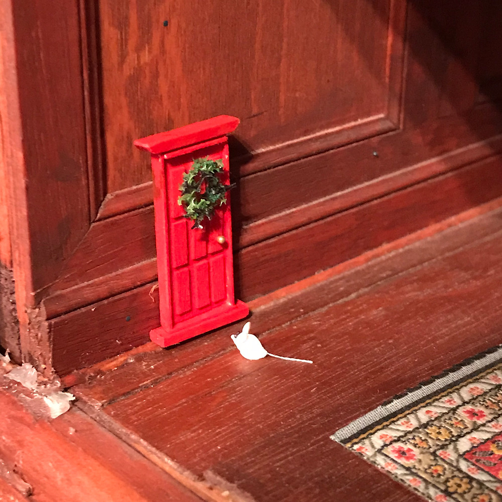Nybelwyck Hall Christmas Door by D. Thomas Miniatures
