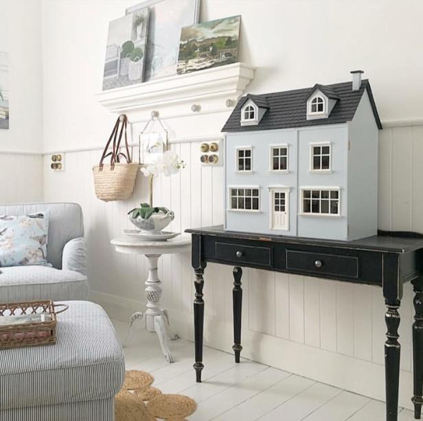 Lavender Belle Miniatures Dollhouse Decor