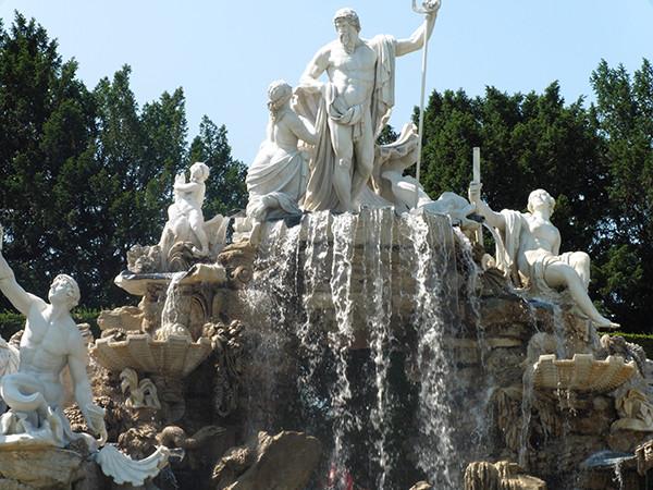 Schonbrunn-Palace-Vienna-5-600.jpg