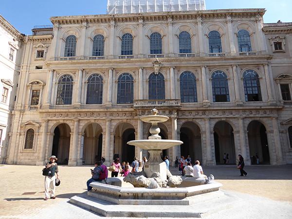 Rome-Ten-Fountains-8-600.jpg