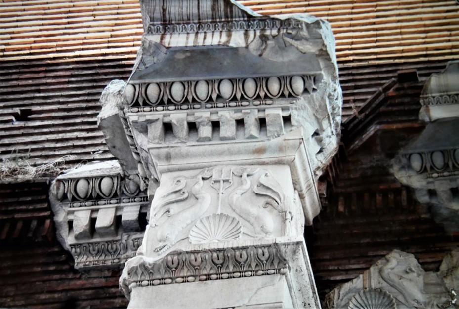 Basilica of Neptune 2_edited.jpg