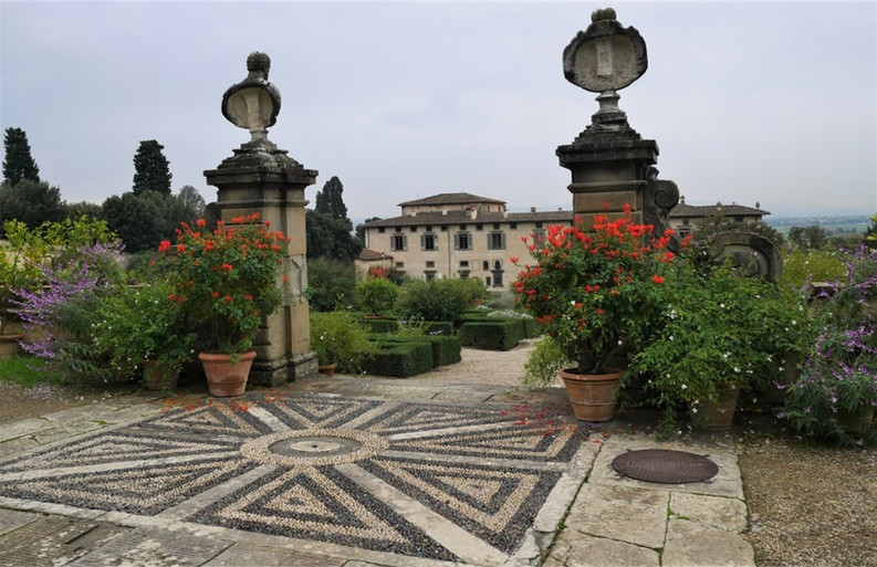 Villa Di Castello 2.jpg