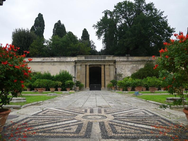 Villa Di Castello.jpg