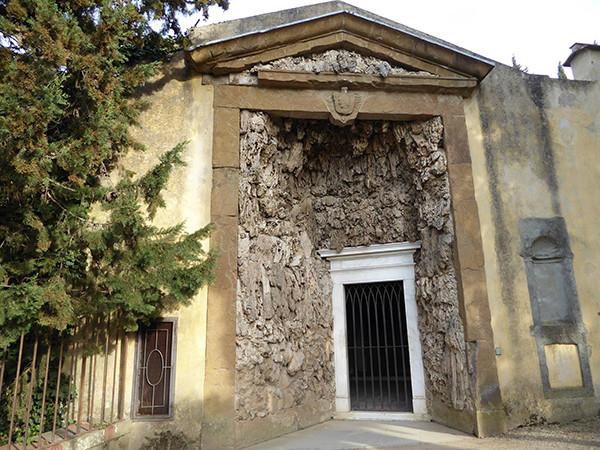Madama-Grotto-1-600.jpg