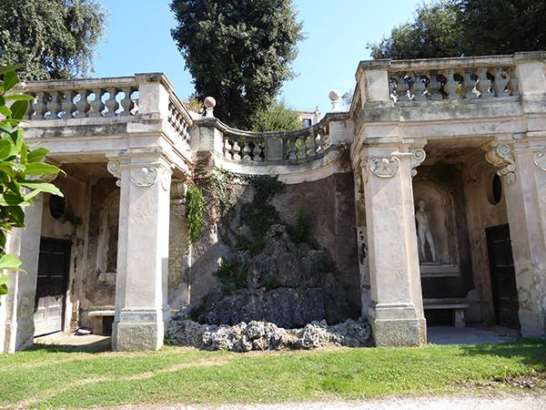 Rome-Ten-Fountains-9-600.jpg