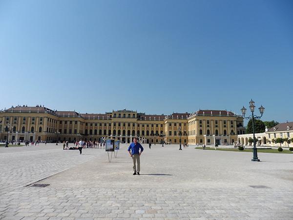 Schonbrunn-Palace-Vienna-1-600.jpg