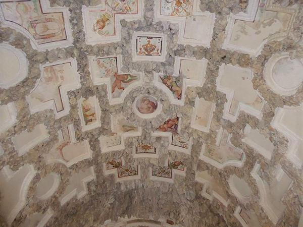 Madama-Grotto-2-600.jpg