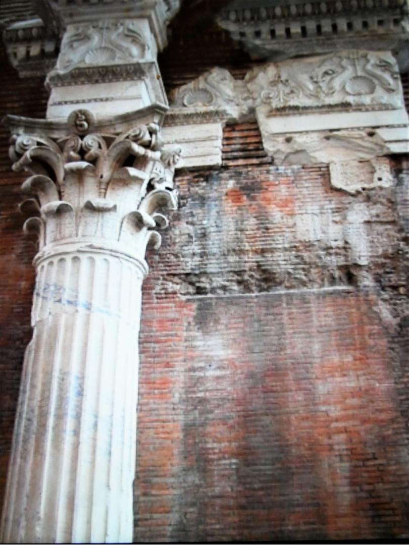 Basilica of Neptune.jpg