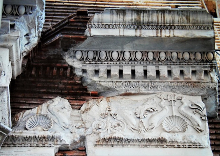 Basilica of Neptune 3_edited.jpg
