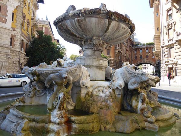 Rome-Ten-Fountains-11-600.jpg