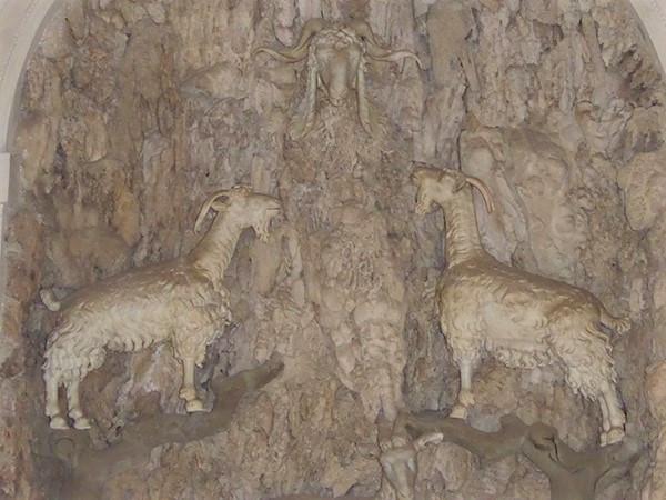 Madama-Grotto-3-600.jpg