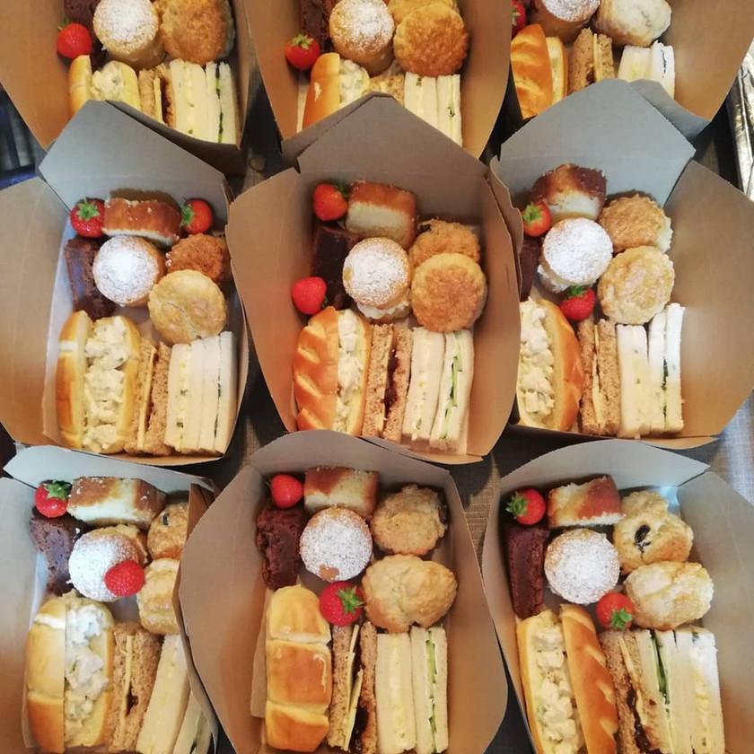 Individual afternoon tea box