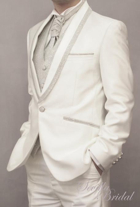 白色銀邊匙領平腳禮服.jpg