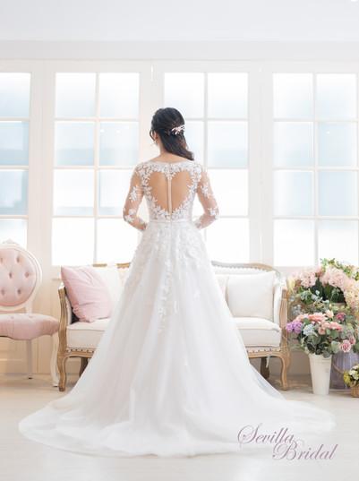 透視長袖V領心型背A-Line婚紗2.jpg
