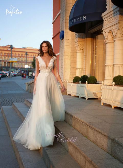 白俄羅絲品牌Papilio透視V領吊珠婚紗1.jpg