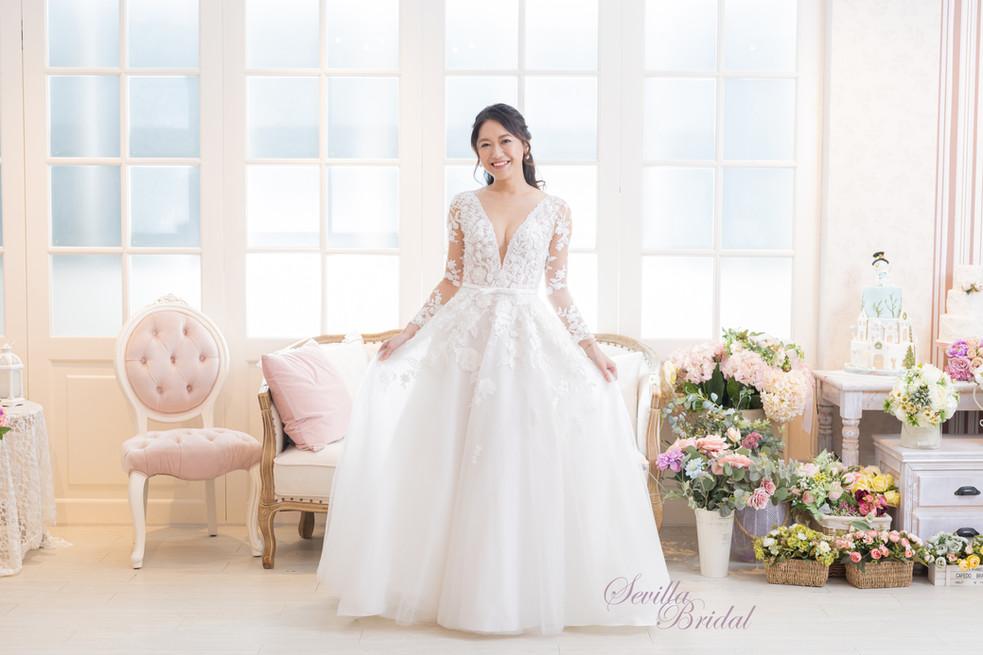 透視長袖V領心型背A-Line婚紗1.jpg